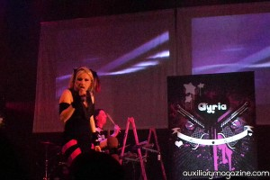 Aryia on stage with Jenn wearing a skirt by Platik Wrap