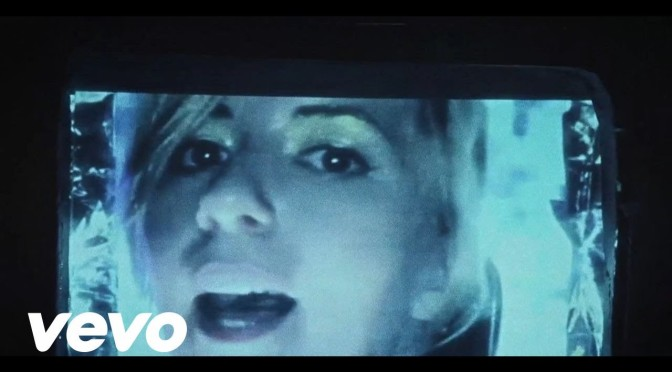 music video : Austra – Painful Like
